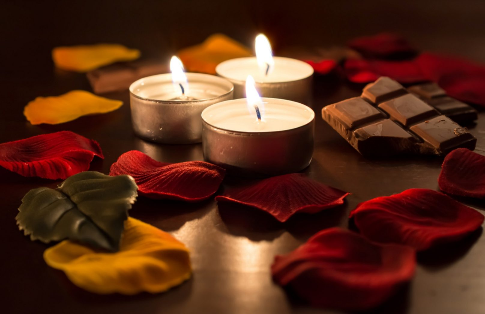 Spa candles with chocolate and rose petals